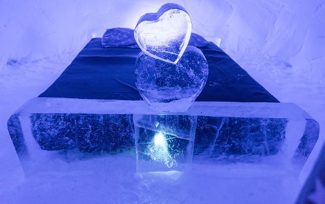 snowhotel-2071404_640